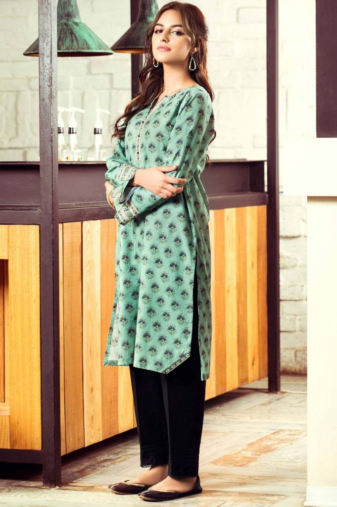 Anzela Abbasi Latest Photoshoot For Zeen Clothing