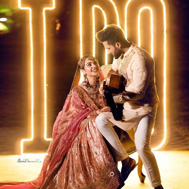 Adorable Video Of Singer Falak Shabir Singing Song For Sarah Khan