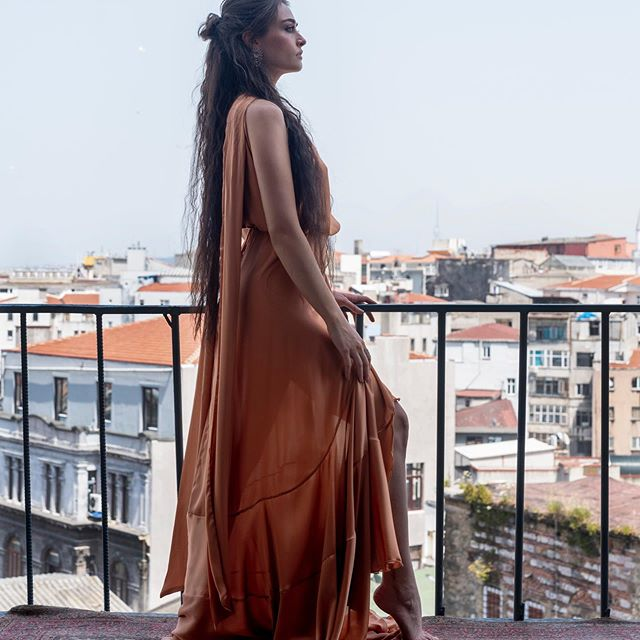 Esra Bilgic Surprises Fans With Her Melodious Voice
