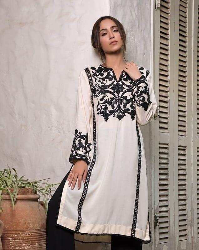 Faryal Mehmood Looks Gorgeous In Rizwan Beyg's Dresses