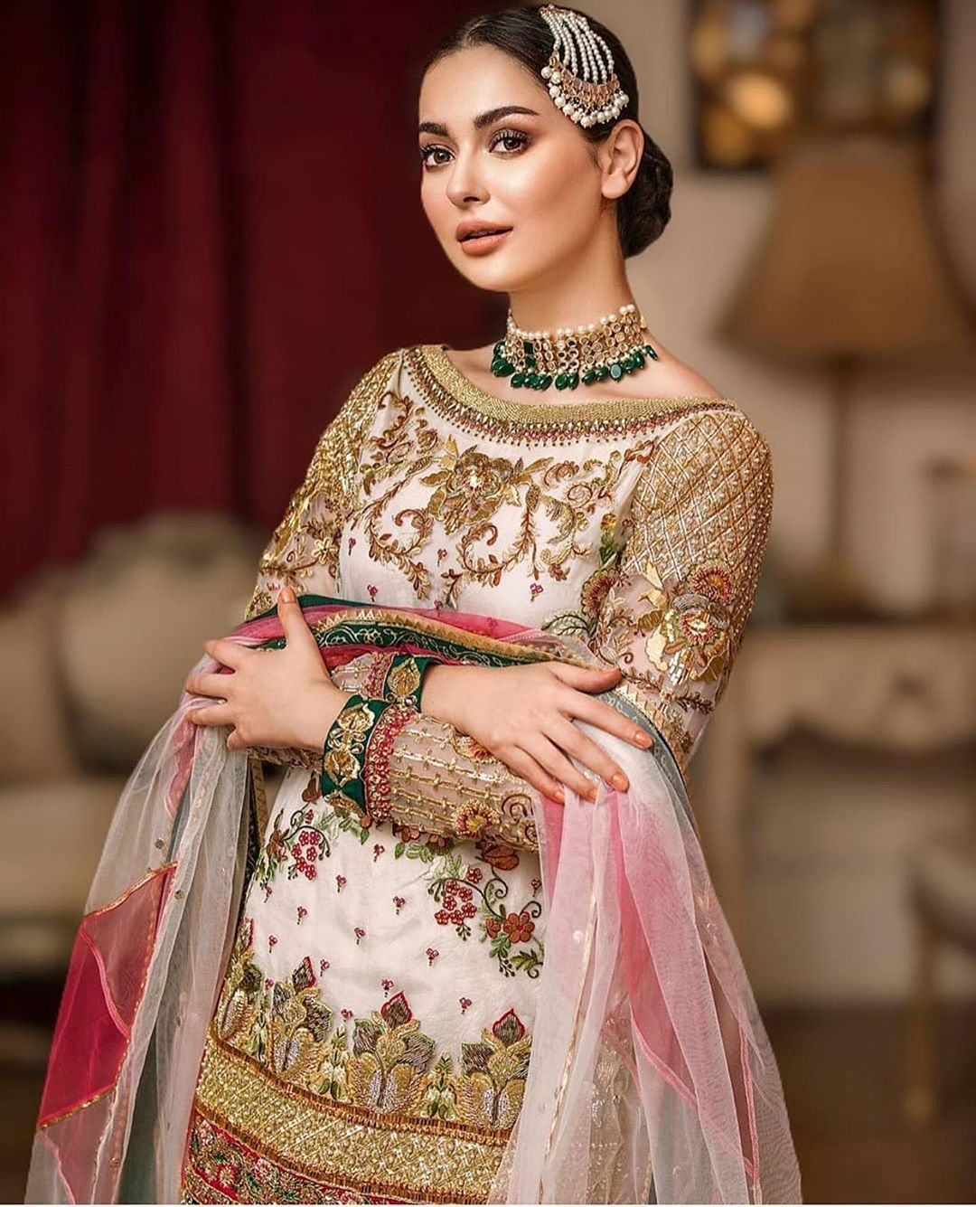 Hania Aamir In Traditional Dress Looks Like A Dream 2