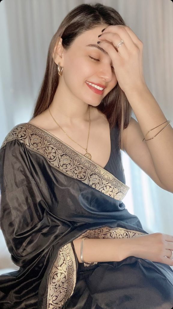 Latest Pictures Of Kiran Haq In Black Saree