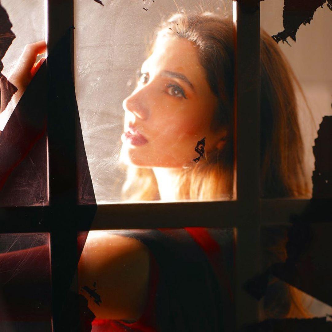 Mahira Khan is Looking Stunning in her Latest Shoot
