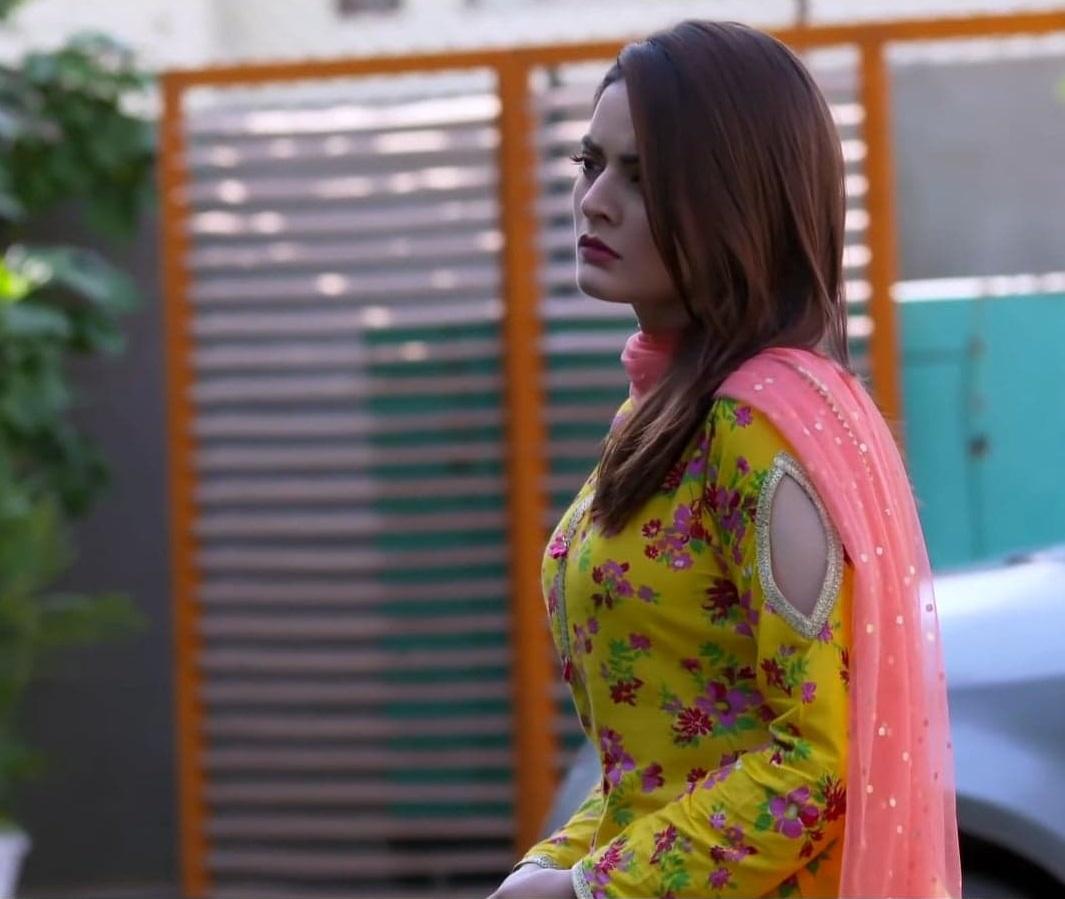 Minal Khan 4 8