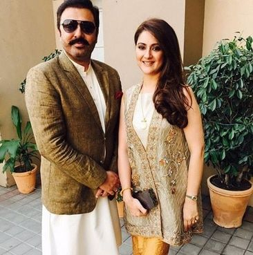 Beautiful Pictures of Noman Ijaz with his Wife Rabia Noman