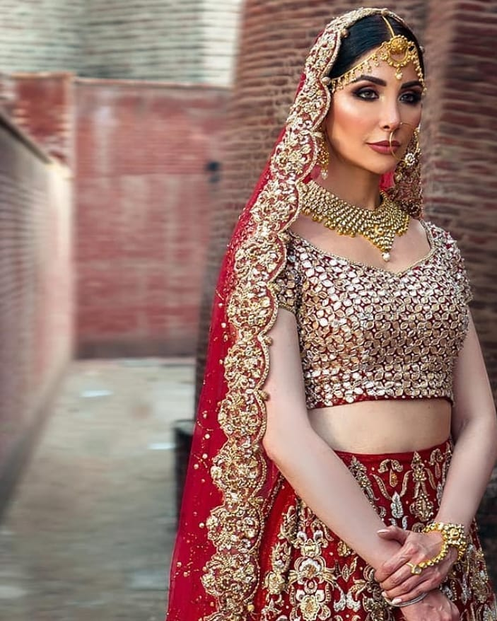 Sabeeka Imam Looks Undeniably Gorgeous In Bridal Dresses By Mahreen Gul
