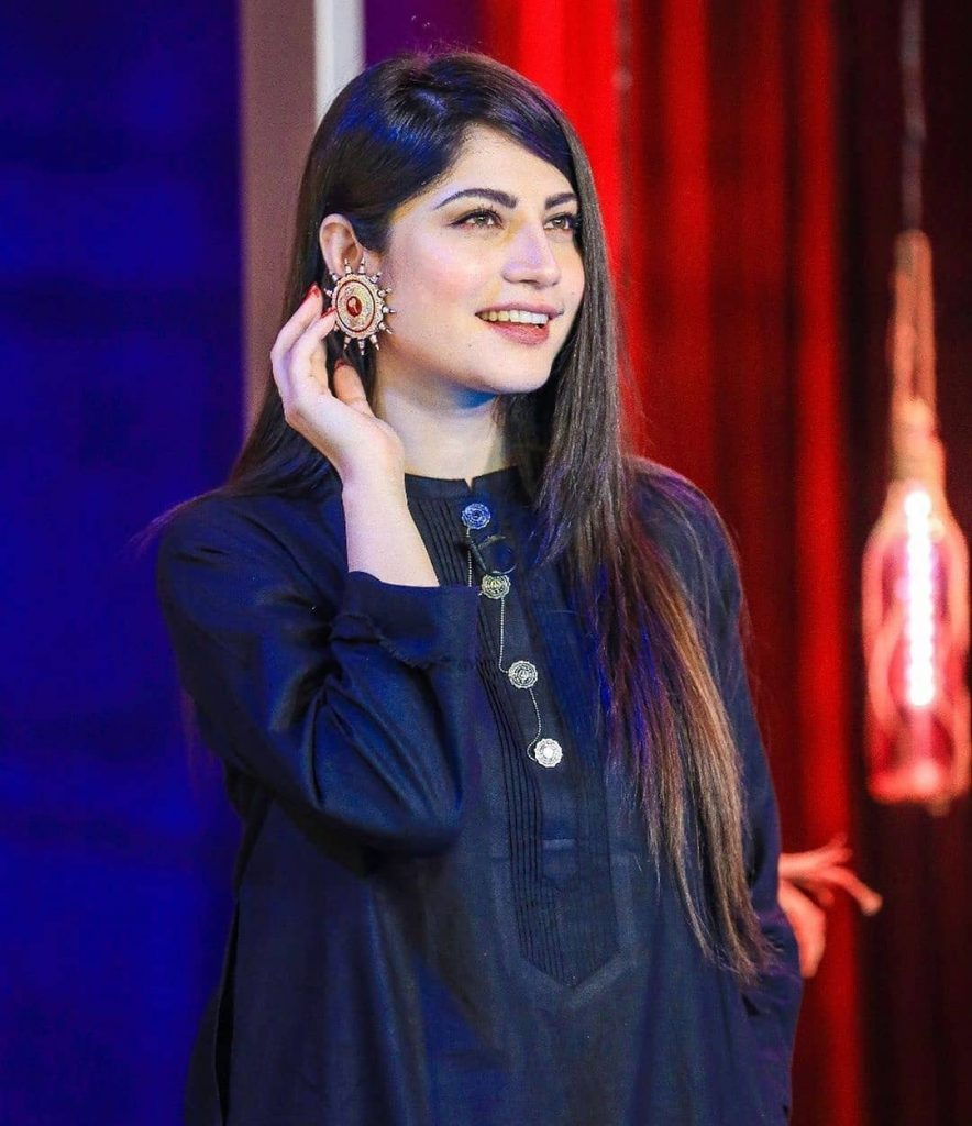 Stunning Pictures Of Neelum Munir From The Sets Of Bol Nights 1