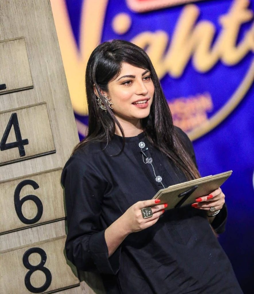 Stunning Pictures Of Neelum Munir From The Sets Of Bol Nights 10