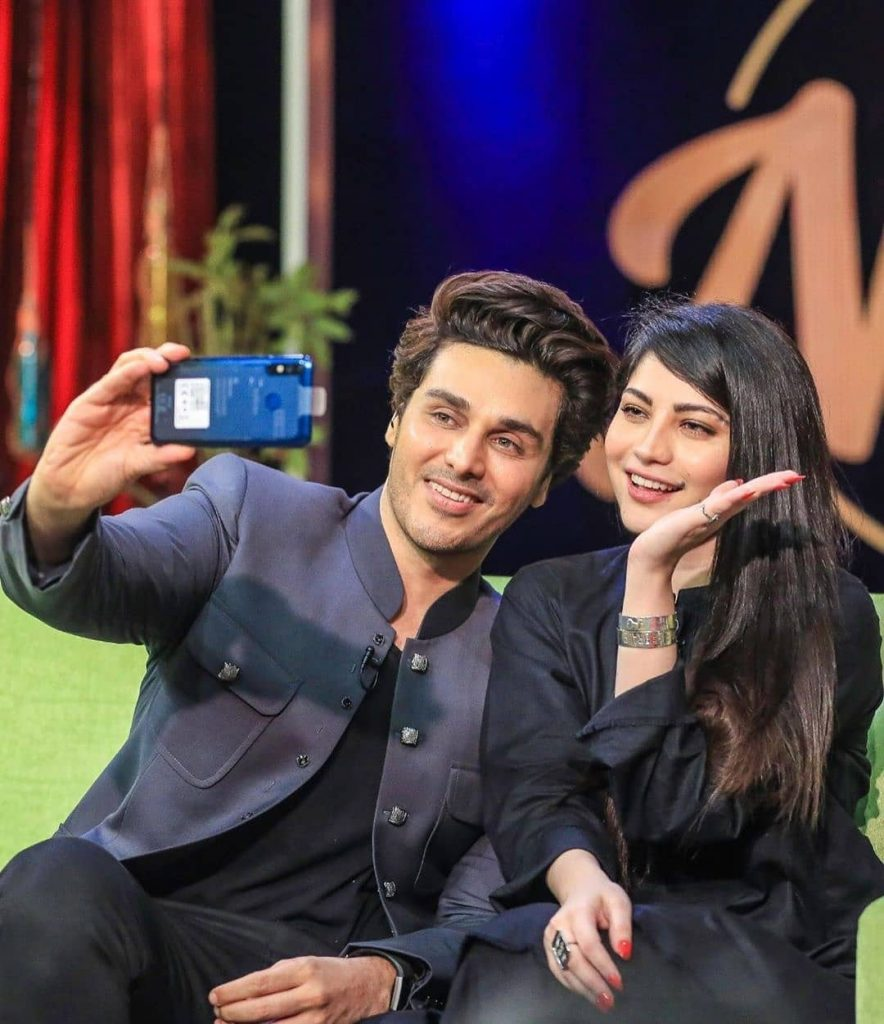 Stunning Pictures Of Neelum Munir From The Sets Of Bol Nights