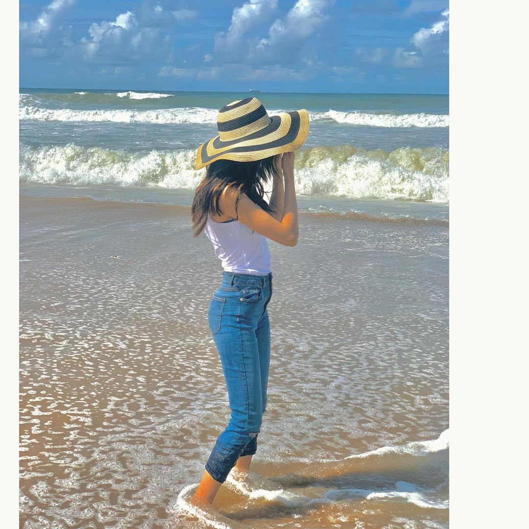 Actress Zubab Rana Beautiful Pictures at Beach