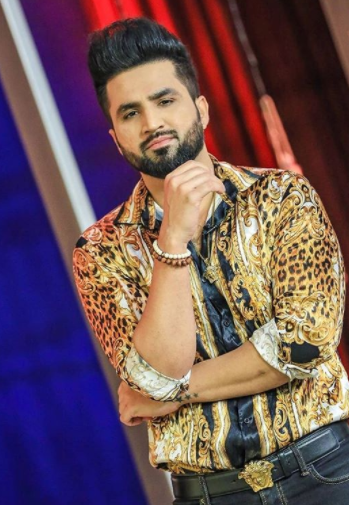Falak Shabir On The Set Of Bol Nights
