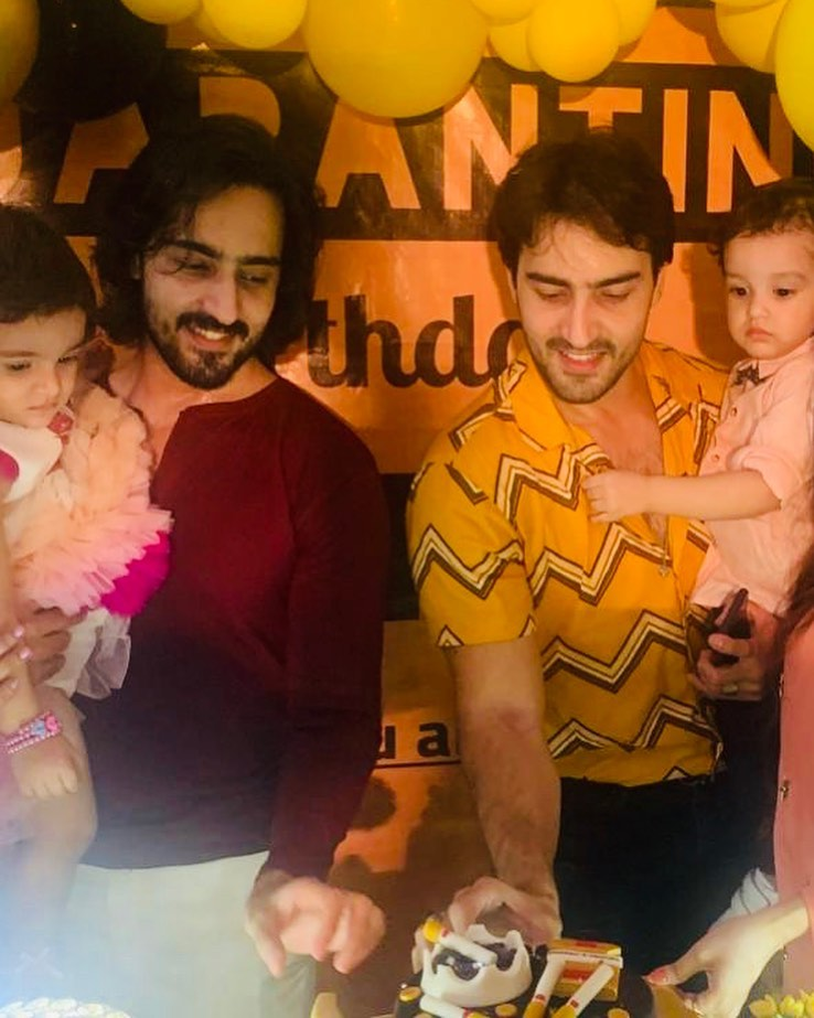 Famous Twin Brothers Hammad And Faraz With Their Family