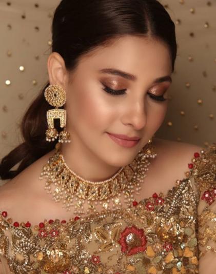 Hina Altaf Looks Effortlessly Elegant In Her Latest Shoot