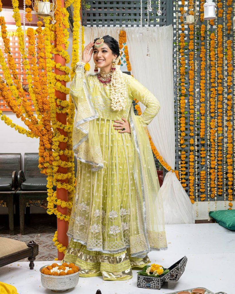 Beautiful Dresses of Sanam Jung That are Perfect for Festivities