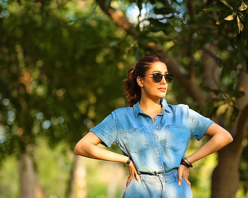 Mehwish Hayat is Quite a Fan of Sun Glasses