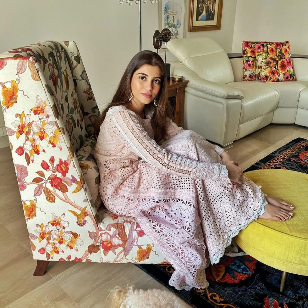 Latest Pictures of the Glowing Minna Tariq