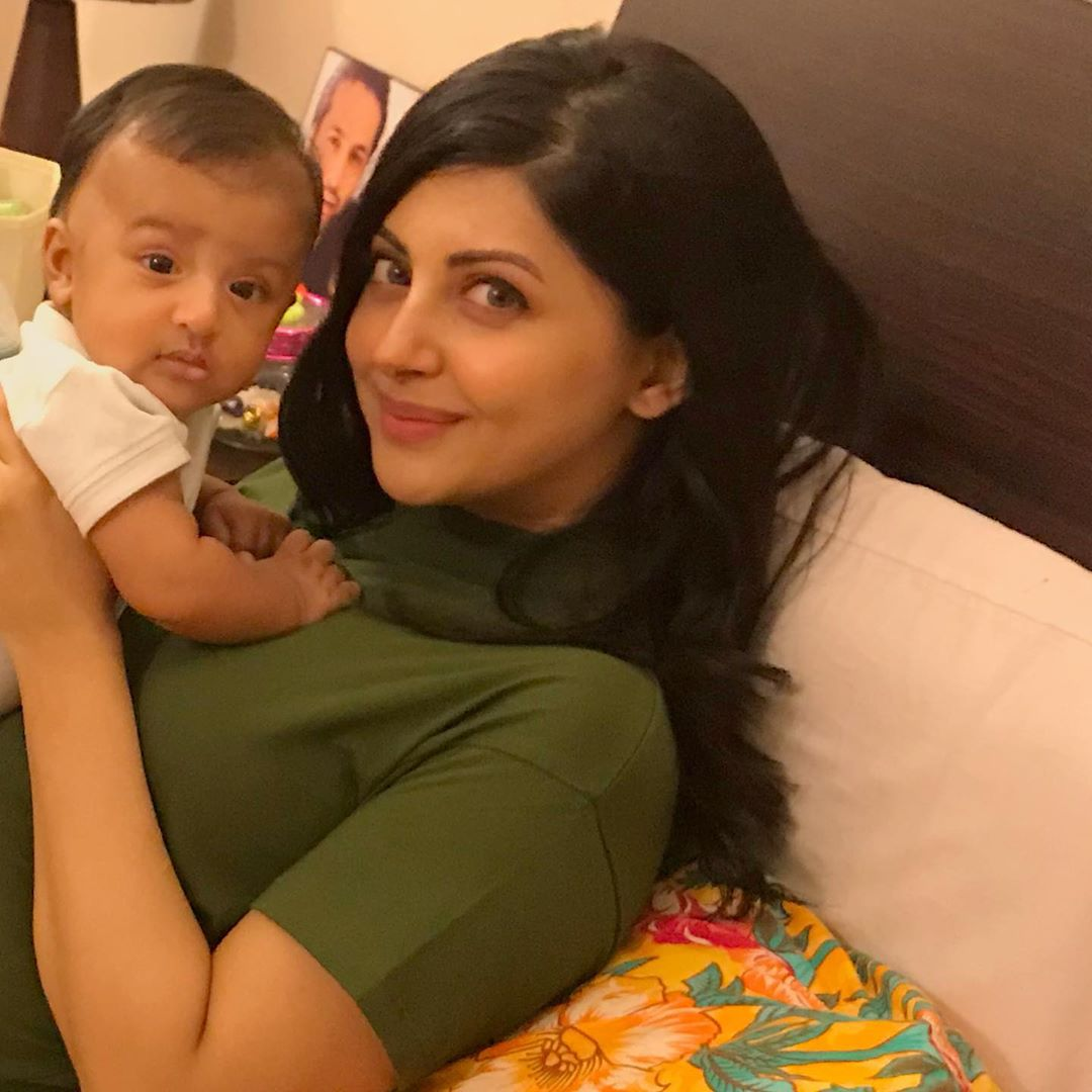 Actress Moomal Khalid with her Son - Latest Clicks
