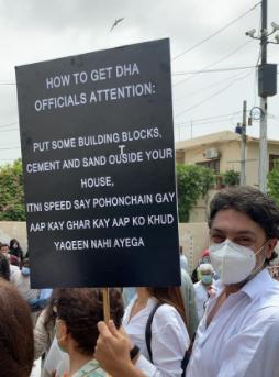 Sarwat Gilani And Fahad Mirza Join The Protest Outside DHA Headoffice Karachi
