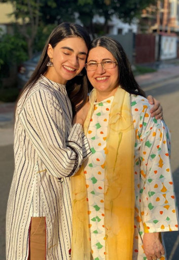 Saheefa Jabbar Finally Met Her Mother After Two Years