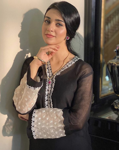 New Look Of Sara Khan For Her Upcoming Project