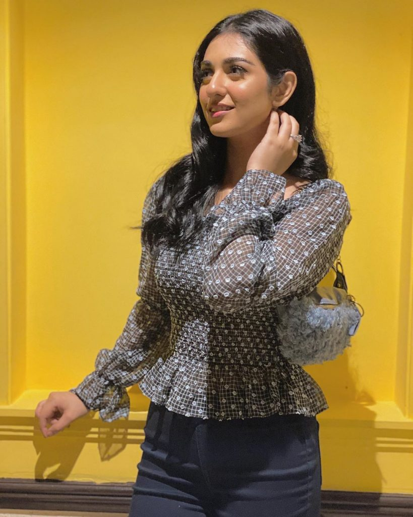 Sarah Khan is Being Trolled For Wearing ' Shopper'