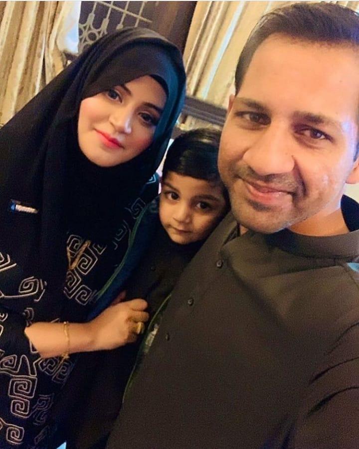 Sarfaraz Ahmed With His Son Spotted Reciting Surah Fatiha