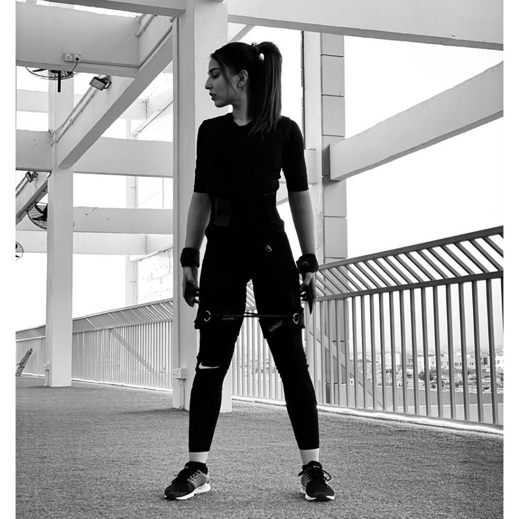 Ushna Shah Latest Pictures in the GYM