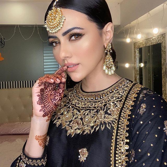 Bollywood Actress Sana Khan Left Showbiz For Islam