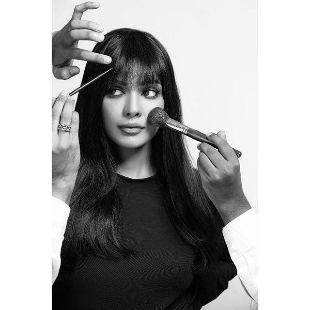 Latest Clicks Of Actress Sarah Loren