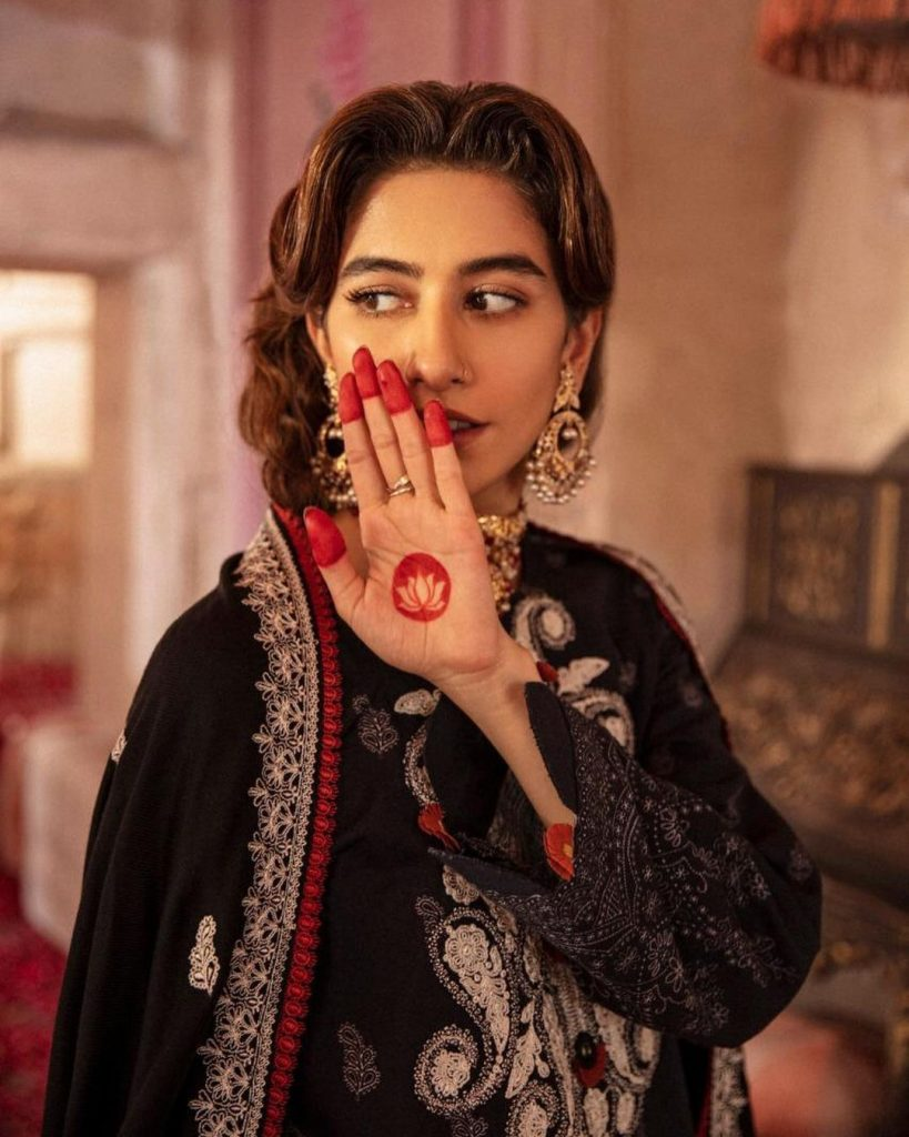 Syra Yousuf Looking Graceful In This New Photo Shoot For Cross Stitch