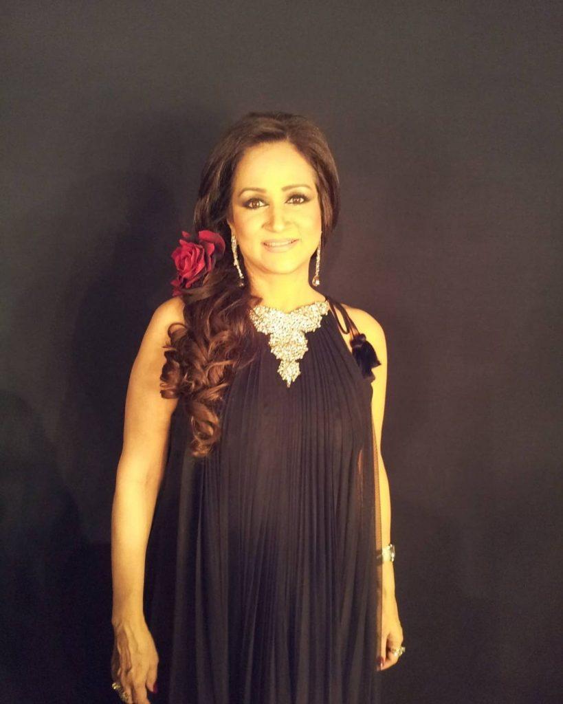 Beautiful Pictures Of Bushra Ansari In Western Clothing