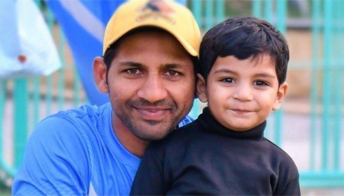 25 Latest Photos Of Sarfaraz Ahmed With His Beautiful Family