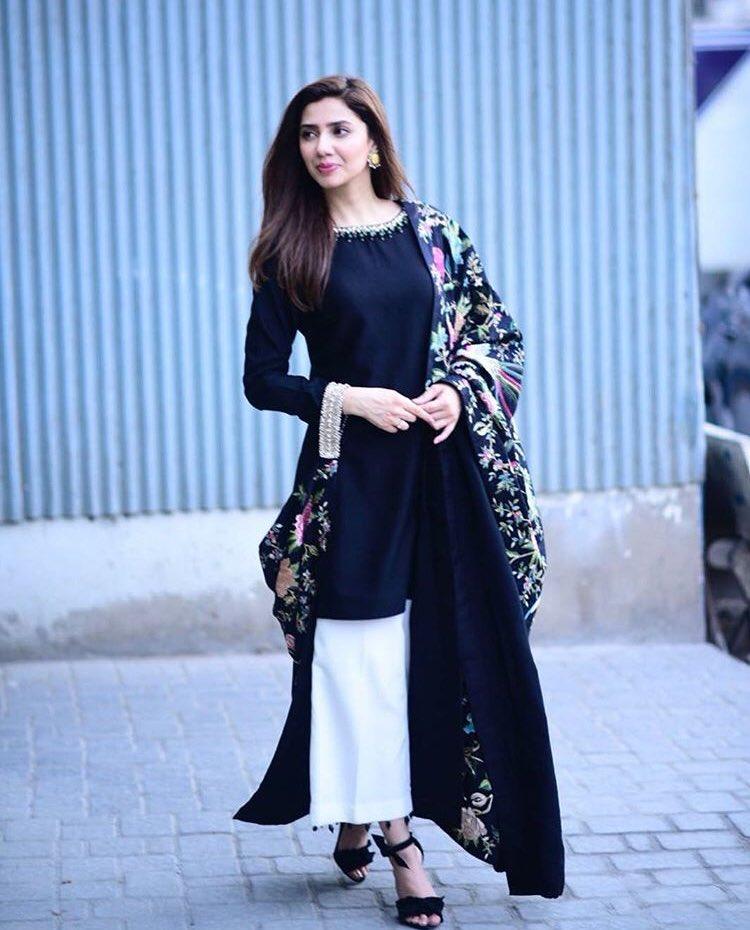 30 Beautiful Pictures Of Mahira Khan Slaying In Black