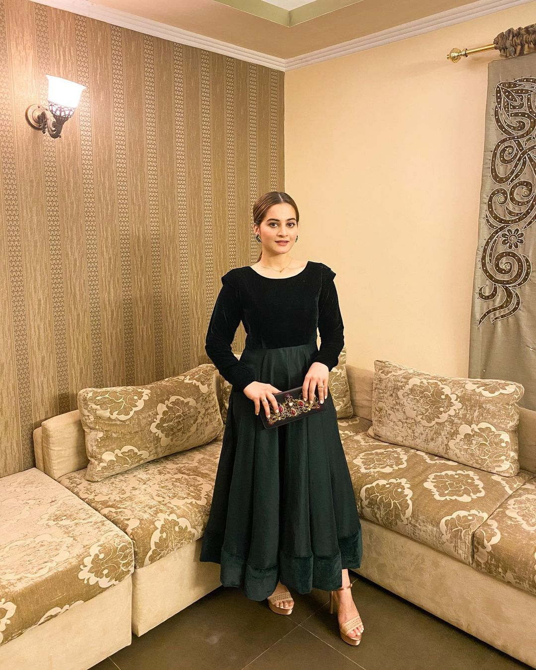 Aiman Khan is Looking Extremely Gorgeous in her Latest Pictures