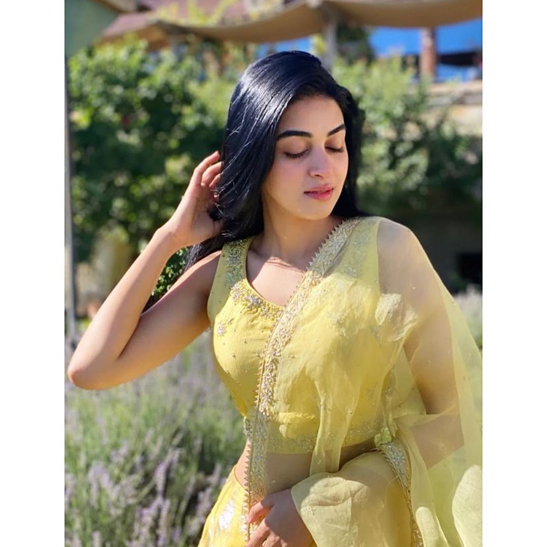 Actress Anmol Baloch is Looking Stunning in this Beautiful Yellow Dress