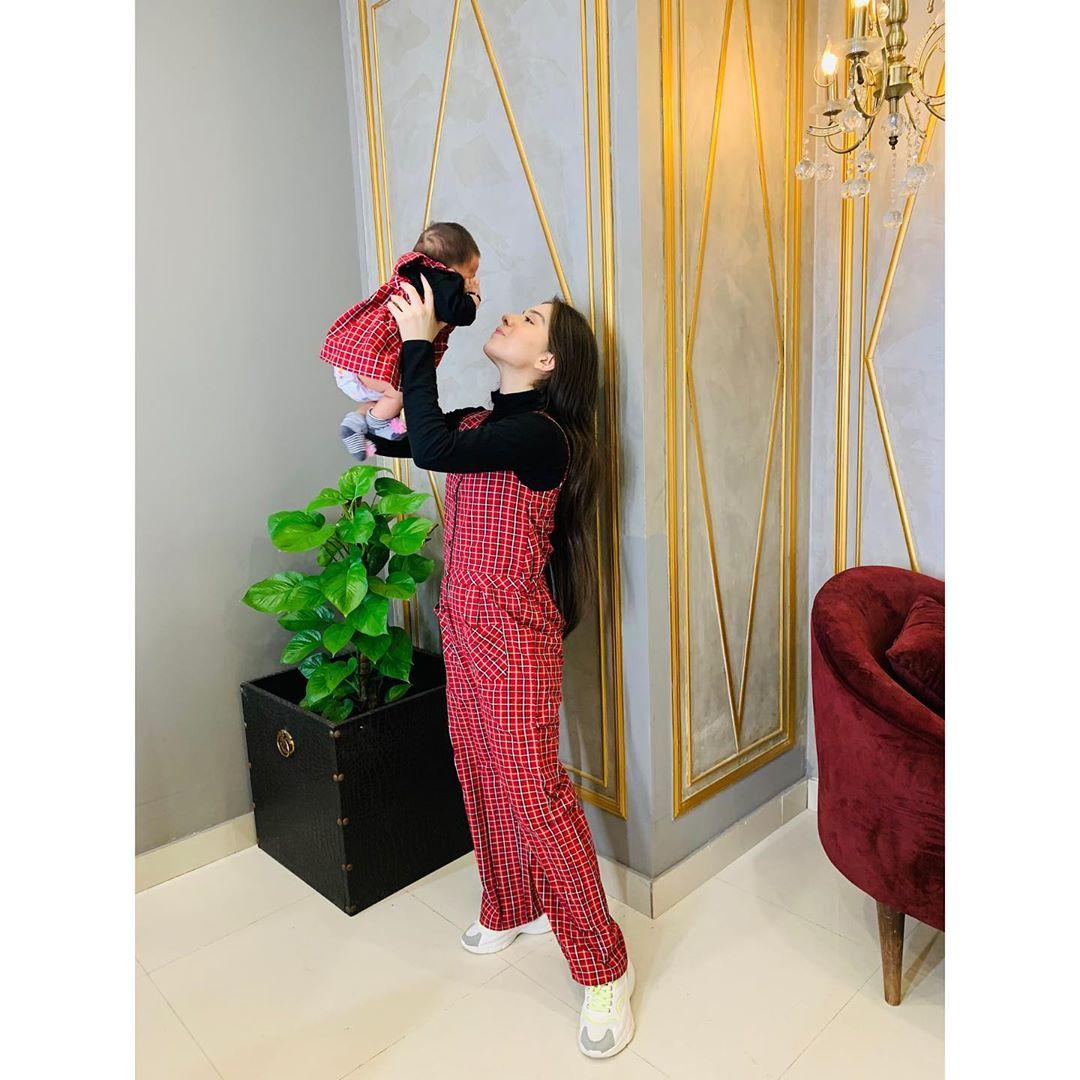 Arisha Razi with her Niece - Latest Beautiful Clicks