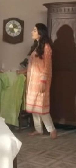 Beautiful Dresses of Ayeza Khan From Meherposh