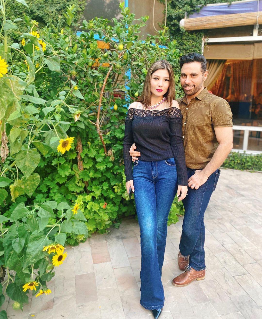 Singer Haroon Rashid Beautiful Clicks with his Wife Farwa