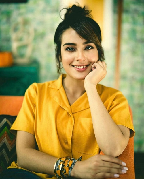 Seems Like Iqra Aziz Is Going For Another Career