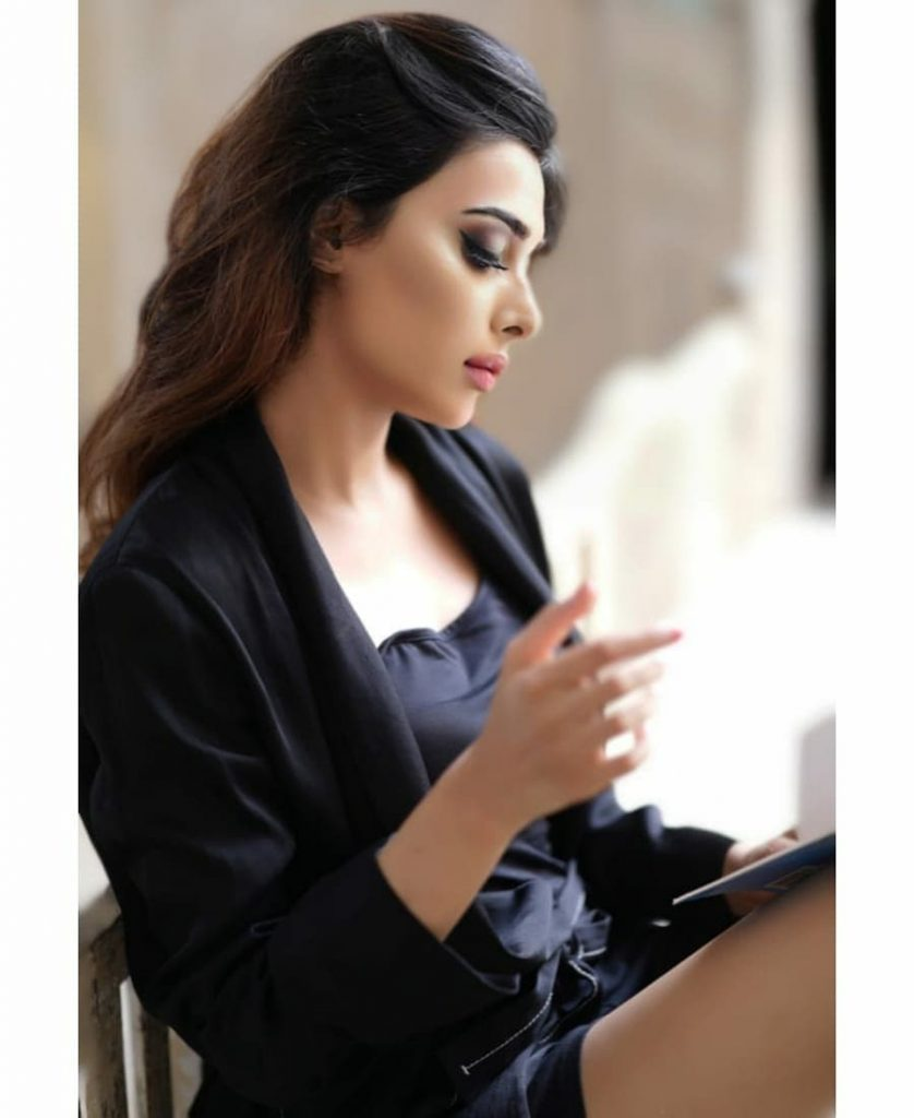 Latest Pictures Of Eshal Fayyaz In Black Silk Robe