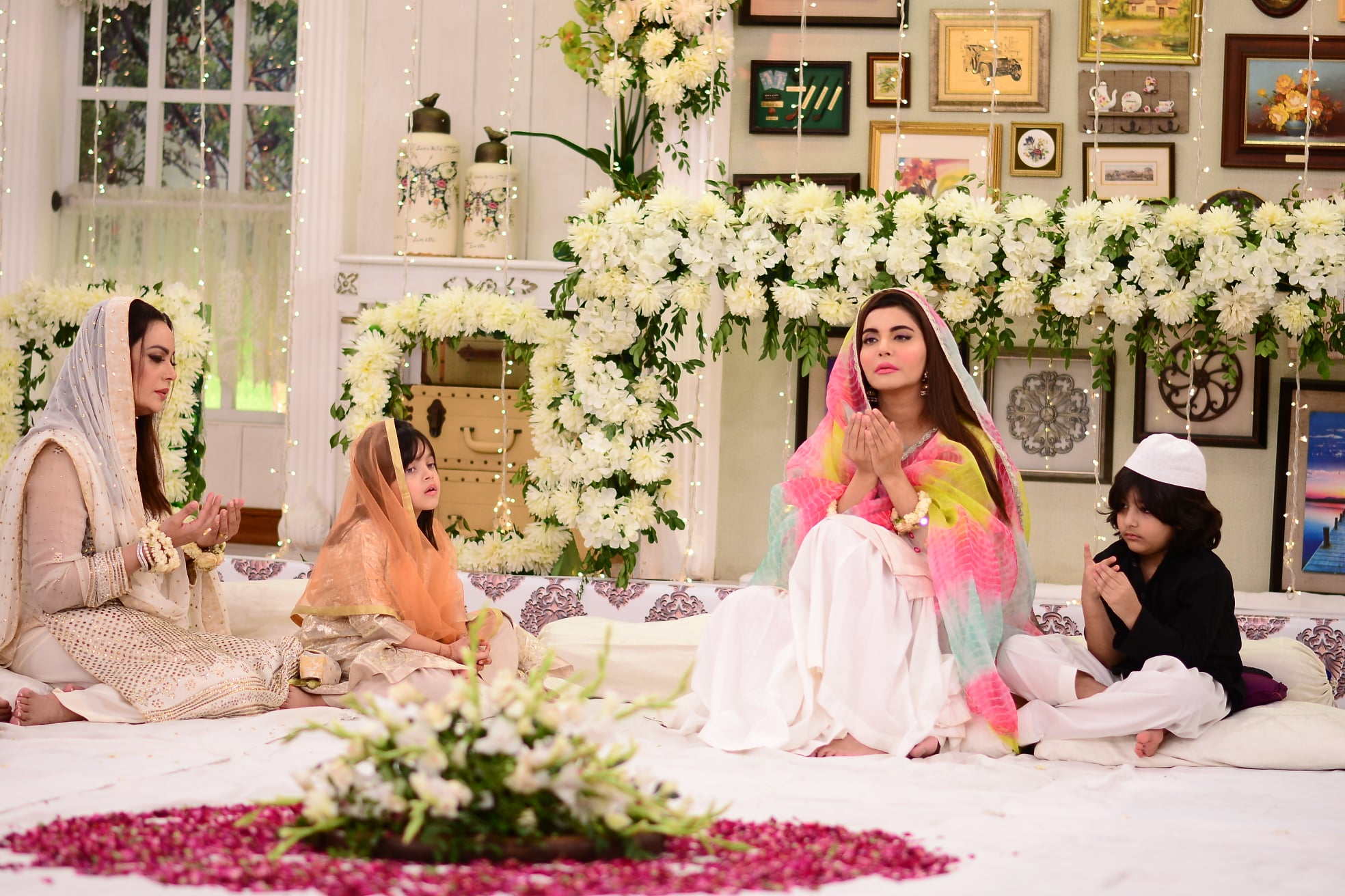 Beautiful Pictures of Nida Yasir with her Son in Good Morning Pakistan