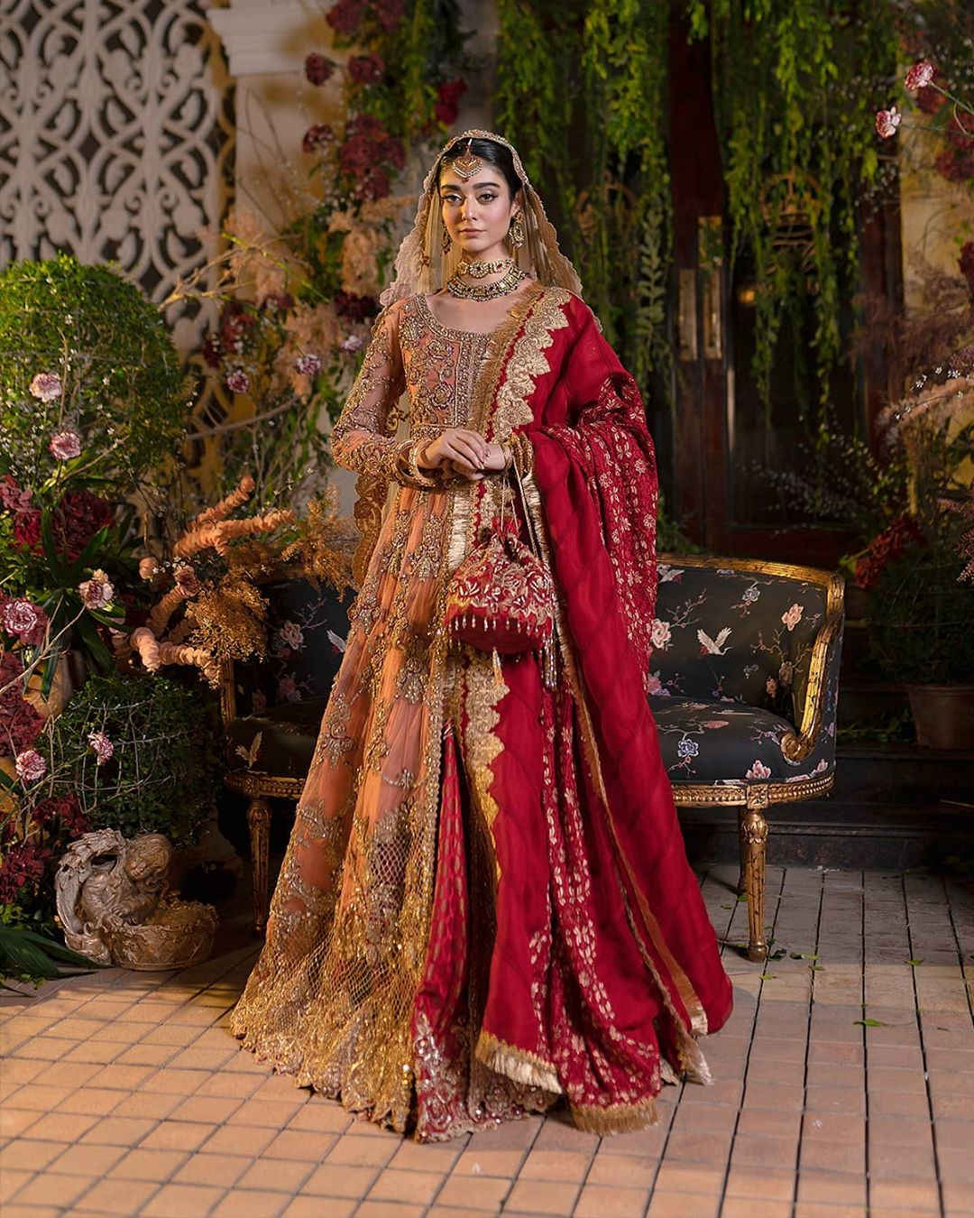 Noor Khan In Modern Royal Dresses By Ammar Khan 14