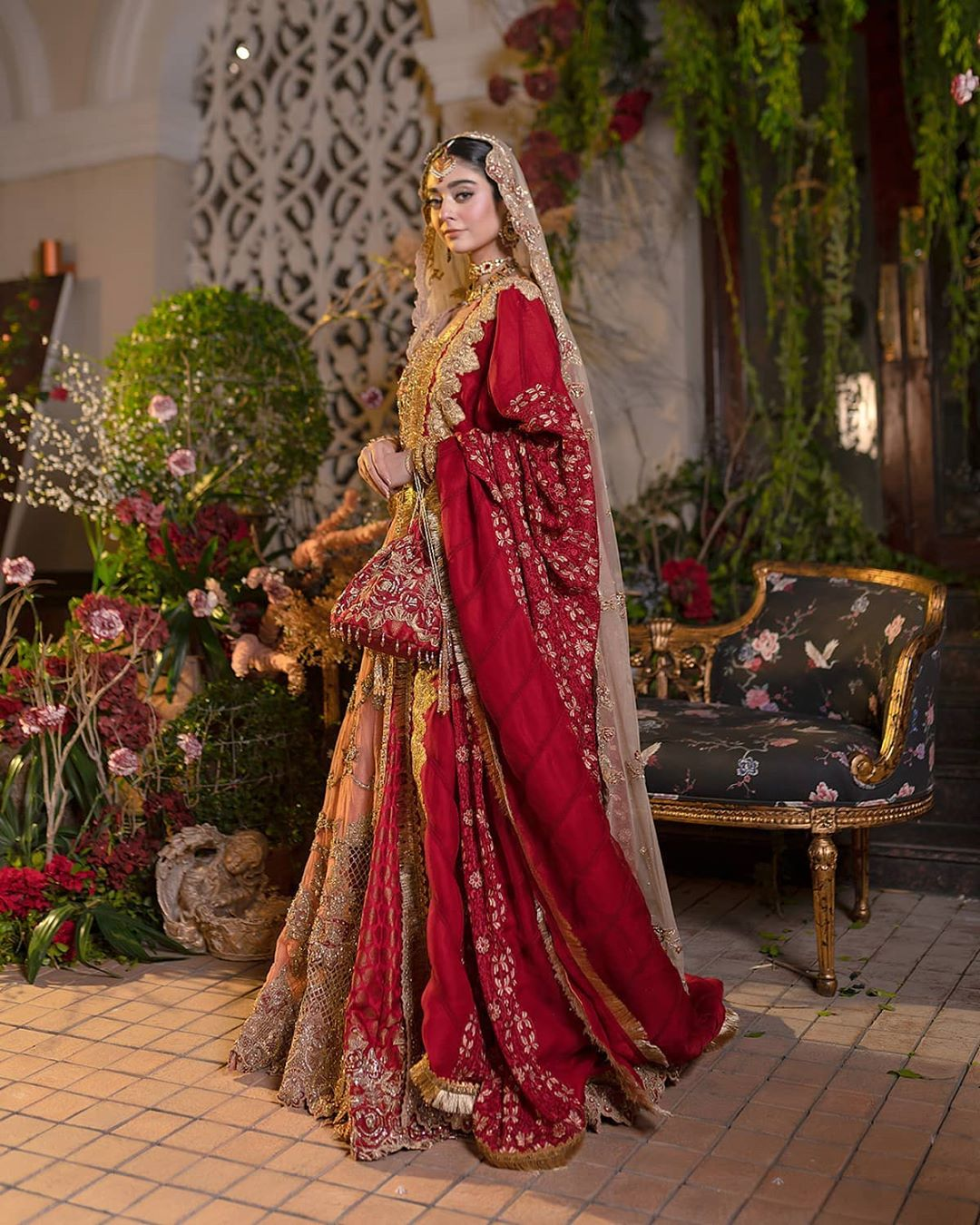 Noor Khan In Modern Royal Dresses By Ammar Khan 27