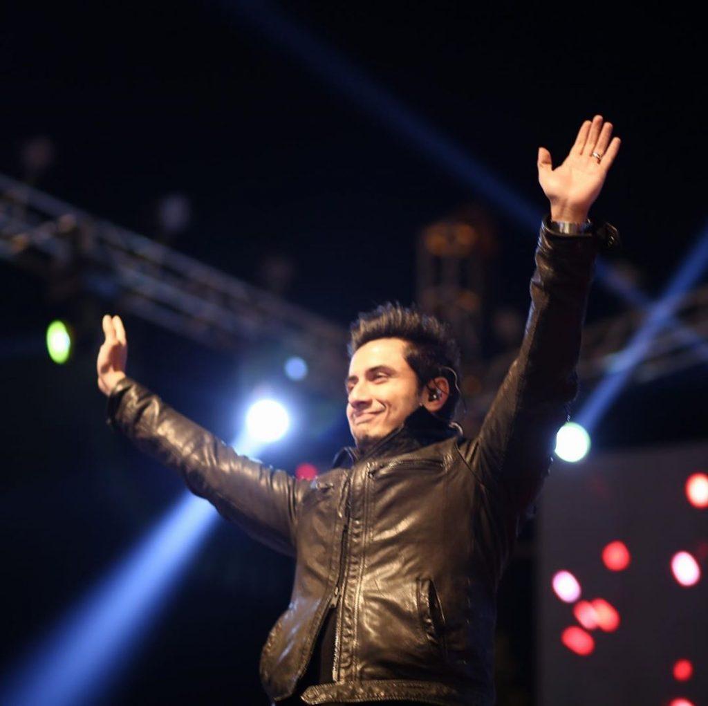 Ali Zafar Singing During Press Talk