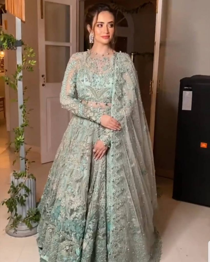Sana Javed As Show Stopper For Elan Fashion Show 2