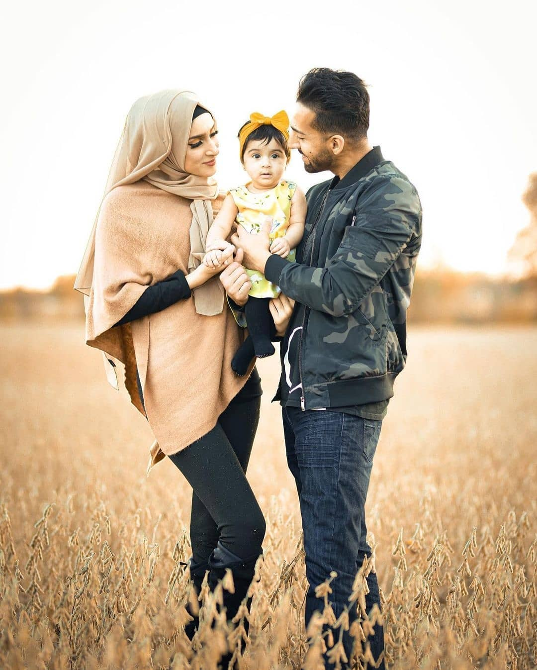Sham Idrees Latest Photos With His Daughters And Wife
