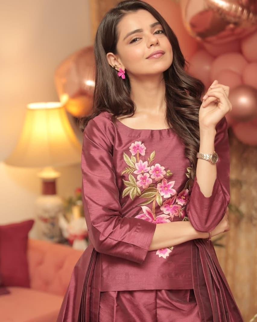 Beautiful Actress Srha Ashghar Celebrating her Birthday with Friends