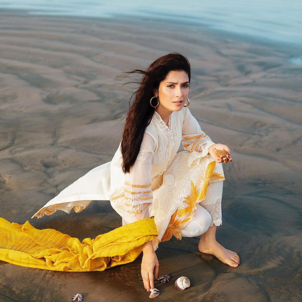 Reasons Why Ayeza Khan Love Beaches