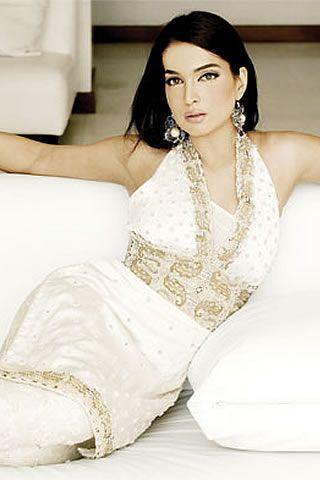 Former Super Model Aaminah Haq Reacts To Body Shaming