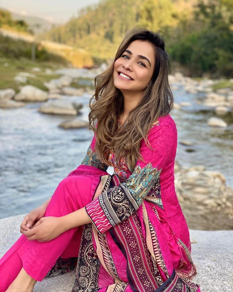Stunning Outdoor Pictures of Humaima Malick